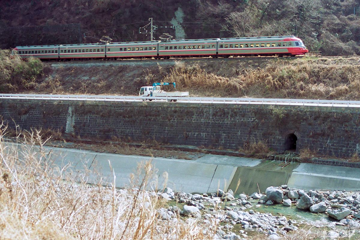 https://www.kei-zu.com/railroad/odakyu/1991_se/location/910223_asagiri-3.jpg